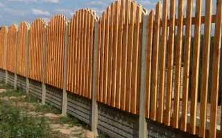 Комбинированные заборы из кирпича, профнастила и дерева