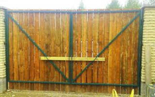 Как сделать засов или задвижку на распашные ворота из профнастила своими руками