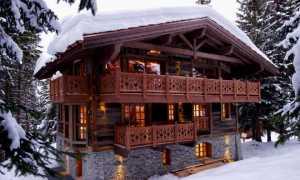 Ограждение балкона из дерева: разновидности, монтаж