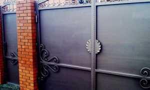 Цена распашных и откатных металлических ворот с калиткой с элементами ковки и конструкций из профнастила