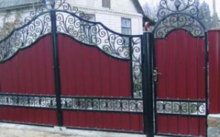 Заборы из металлопрофиля с элементами ковки — фото
