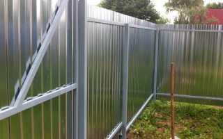 Виды оцинкованных заборов: металлическая сетка, листы и столбы, используемые для оград