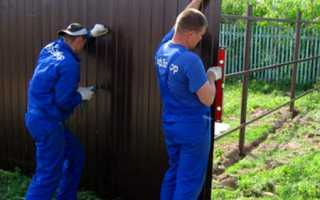 Сколько стоит построить забор: цены на различные ограды