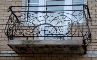 Ограждение балкона из металла: виды, монтаж, плюсы и минусы