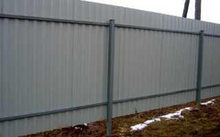 Как сделать забор из профнастила с кирпичными столбами без фундамента