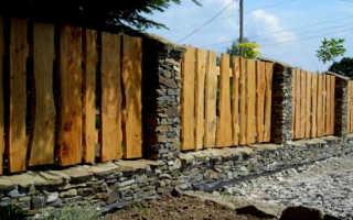 Забор из дерева и камня: как его сделать своими руками