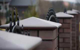 Колпаки на столбы забора: виды и фото заборных наверший