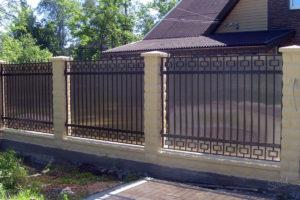 Как сделать кованый забор с поликарбонатом и элементами ковки?