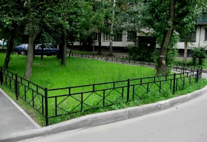 газонное ограждение во дворе