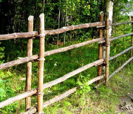 забор из жердей