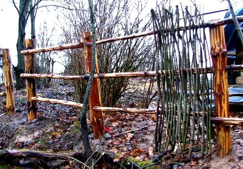 каркас плетенного забора