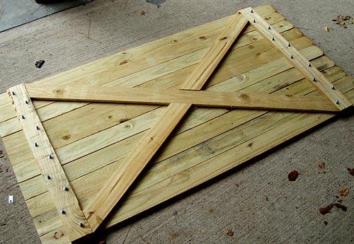 деревянный каркас калитки