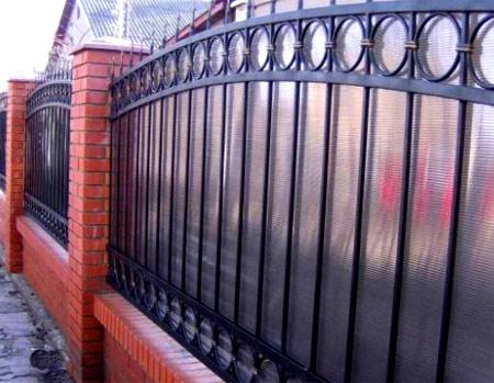 комбинированный забор из поликарбоната