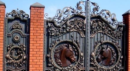 ворота с кирпичными столбами