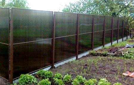 монолитный поликарбонатный забор