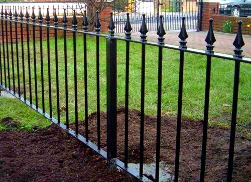 ограда из пик