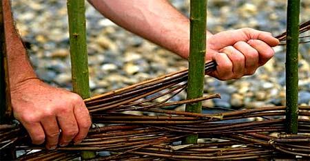 декоративное плетение ограды