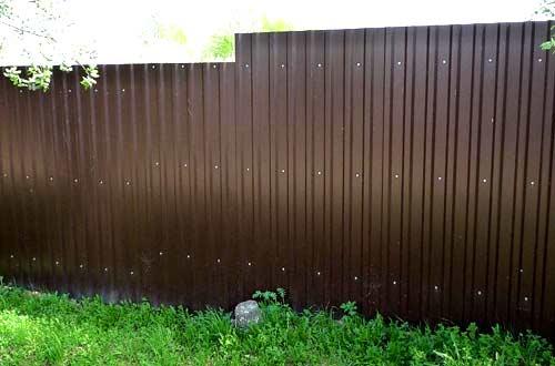 ограда из гофролиста