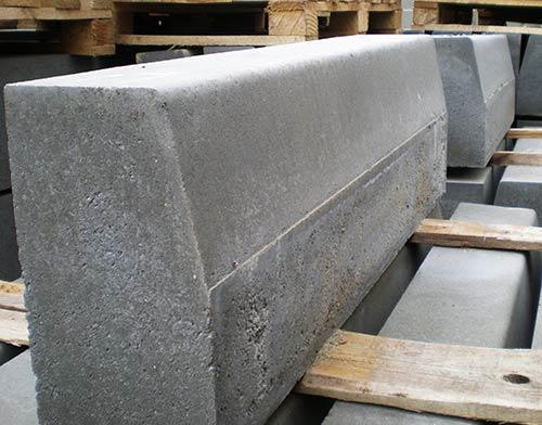 бетонная секция бордюра