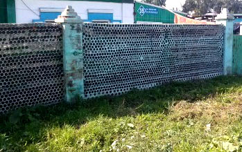 ограда из стеклянных бутылок