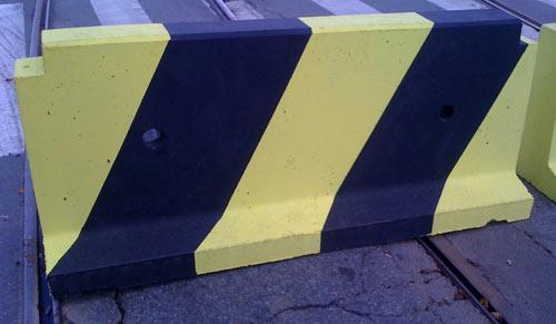 дорожная тумба из бетона