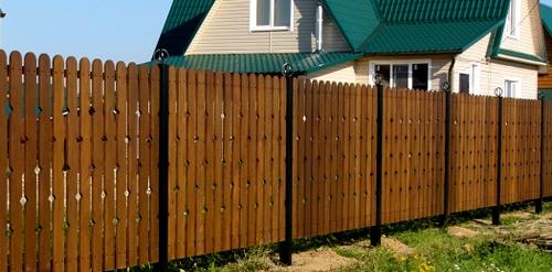 резные узоры на заборе