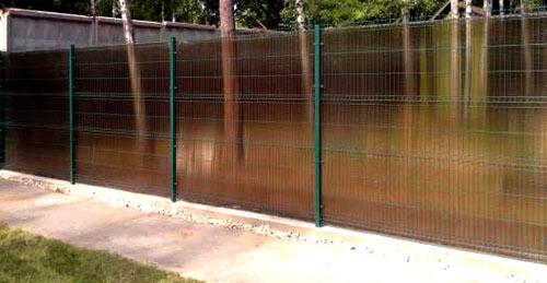 поликарбонатный забор из сварной сетки