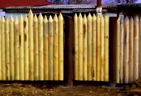 забор из вертикального бруса