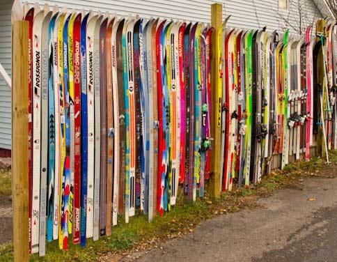 ограда из лыж